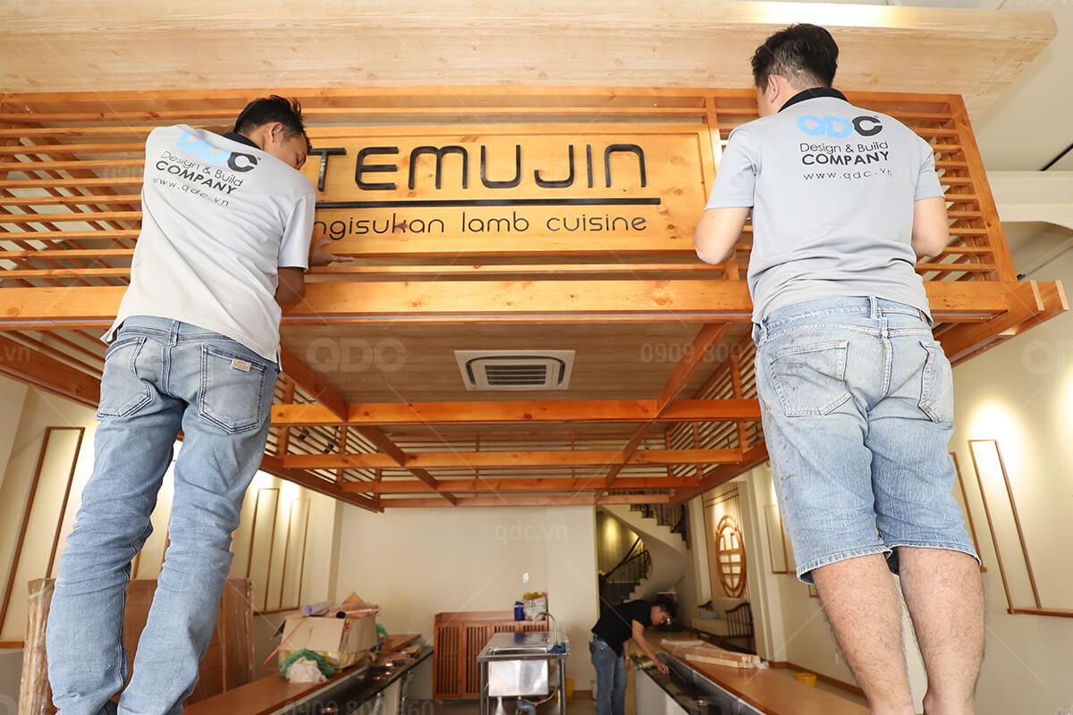 Chất liệu gỗ mang lại cảm giác sang trọng cho nhà hàng của bạn